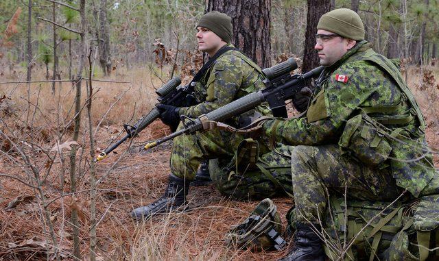 عناصر من الجيش الكندي