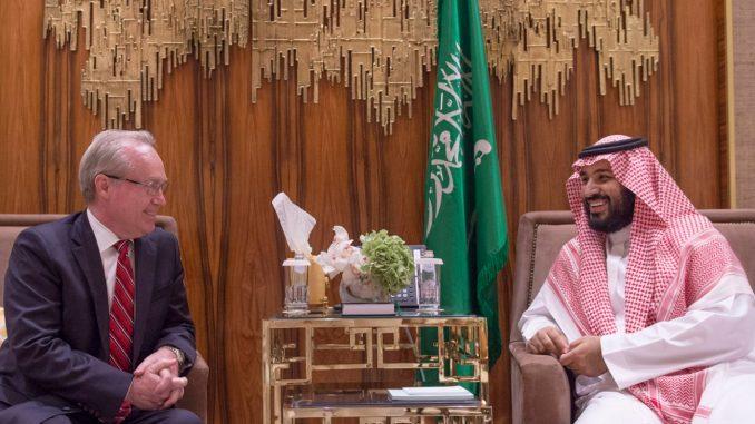 وزير الدفاع السعودي والرئيس التنفيذي لشركة رايثيون