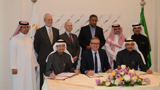 توقيع الإتفاقية بين تقنية وروكويل كولينز