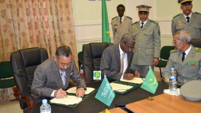 وزير الدفاع الموريتاني ومساعد وزير الدفاع السعودي