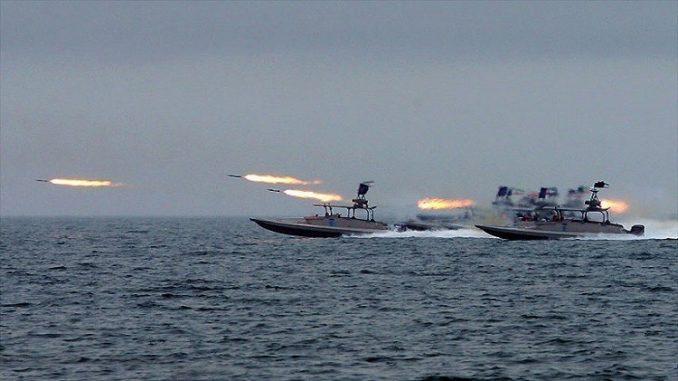 قوارب تابعة للقوات البحرية الإيرانية
