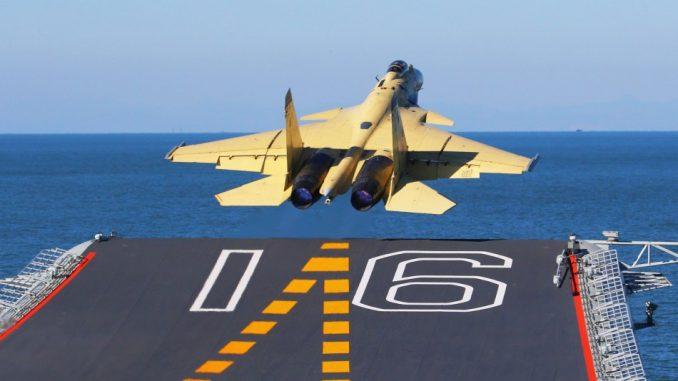 مقاتلة تقلع عن حاملة الطائرات لياونينغ