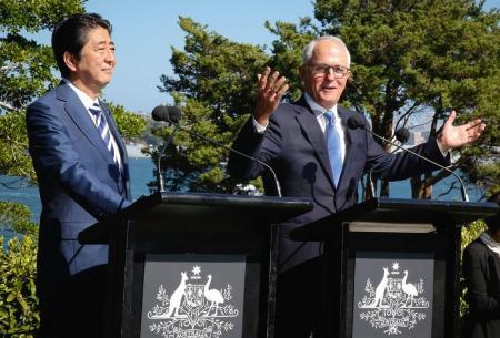رئيسا الوزراء الياباني والأسترالي