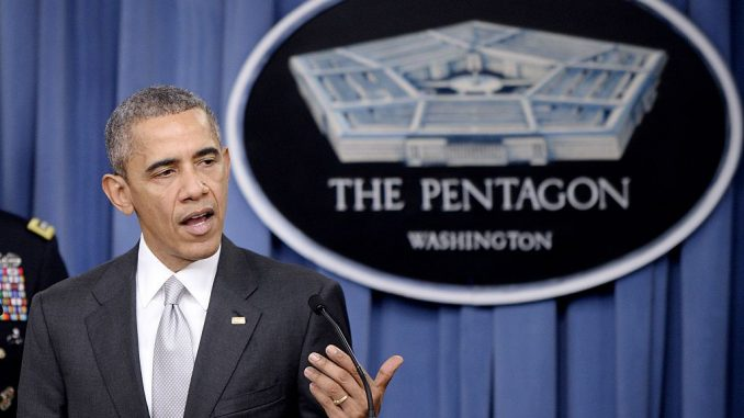 الرئيس الأميركي السابق باراك أوباما خلال مؤتمر صحفي في البنتاغون