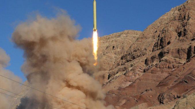 إختبار صاروخ باليستي إيراني