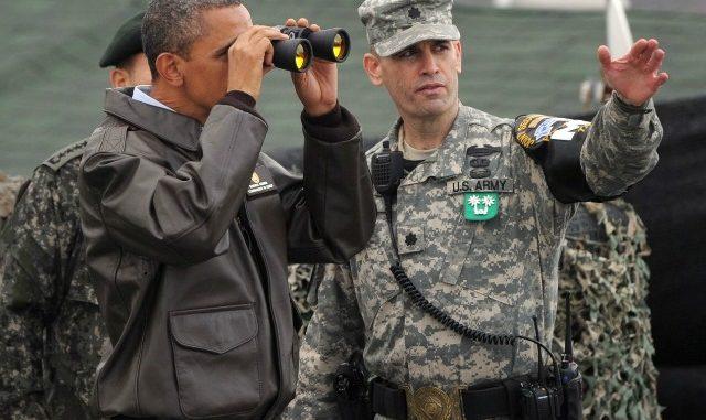 الرئيس أوباما وجندي أميركي في أفغانستان