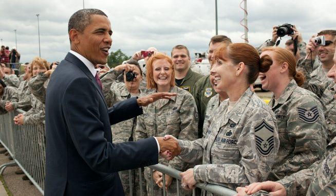 أوباما مع جنود أميركيين