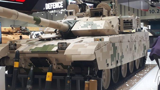 عرض دبابة صينية في آيدكس 2017