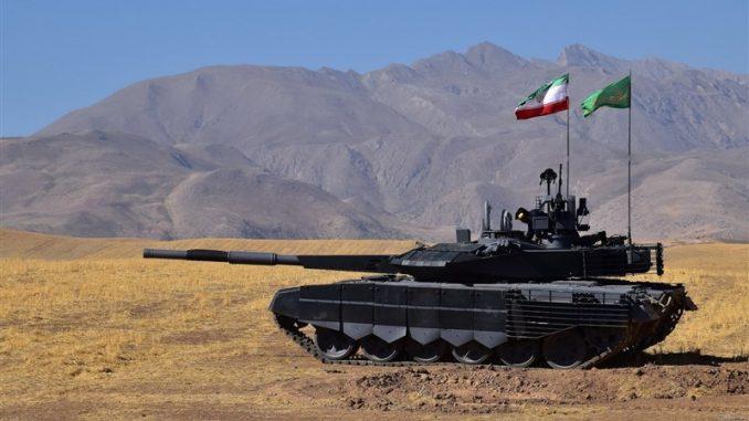 """إيران تزيح الستار عن أولى دباباتها محلية الصنع من نوع """"كرار"""" في آذار/مارس 2017 (وكالة تسنيم)"""