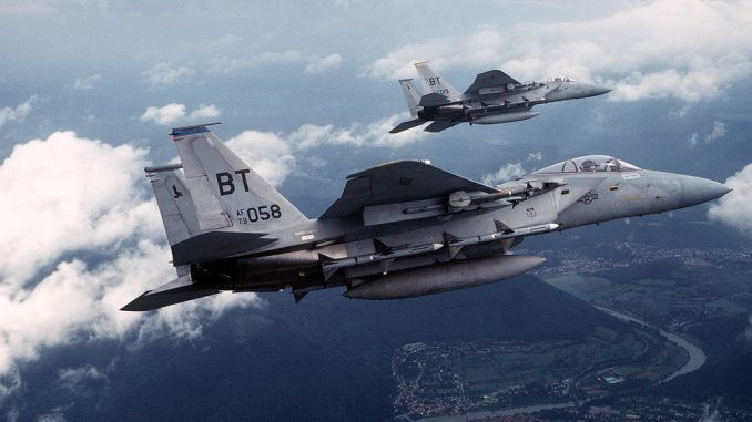 مقاتلتان من نوع F-15C