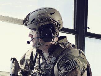 خوذة قتالية من إنتاج شركة Revision Military