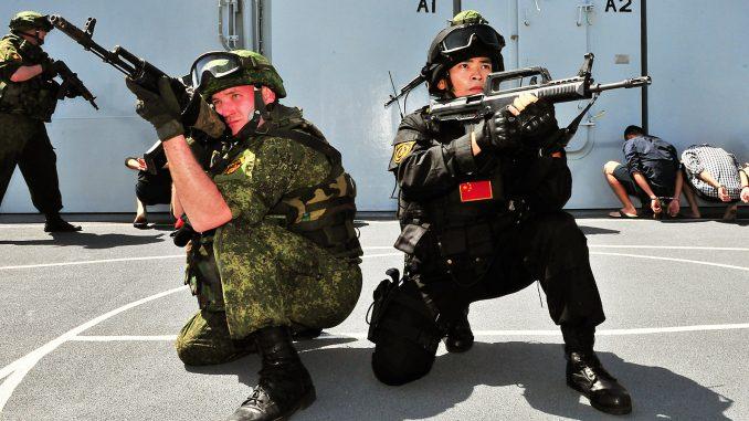 عناصر من الجيشين الصيني والروسي