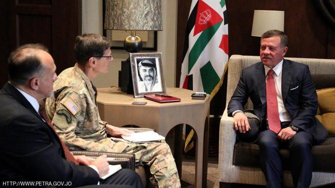 ملك الأردن خلال استقباله قائد القيادة المركزية الأميركية