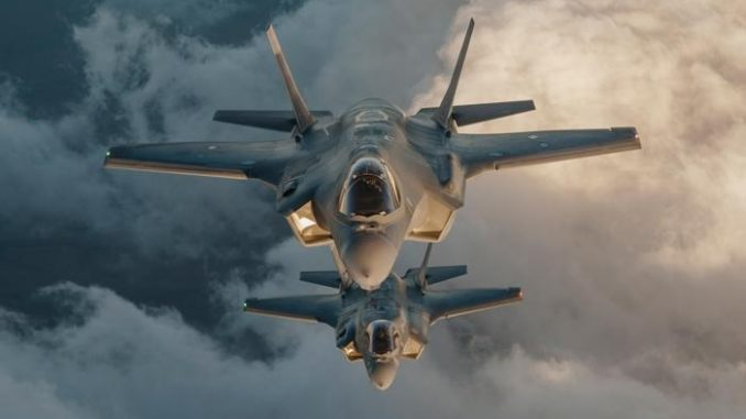 مقاتلتان من طراز F-35