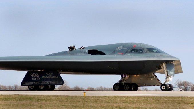 القاذفة الاستراتيجية B-2 Spirit