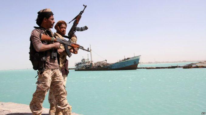 جنود يمنيون على البحر الأحمر