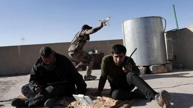 عناصر من تنظيم الدولة يستخدمون طائرة من دون طيار