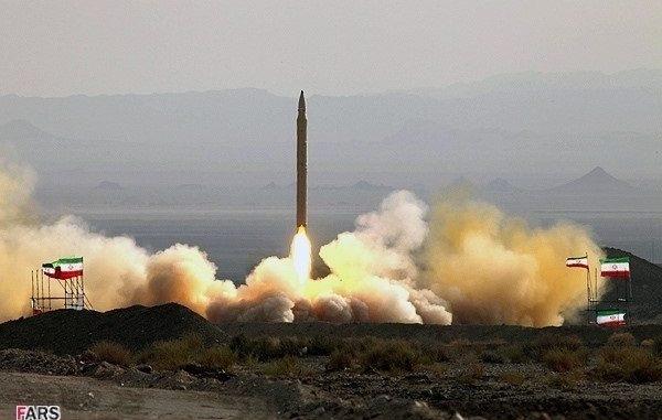 """لحظة اطلاق صاروخ """"قدر-F"""""""