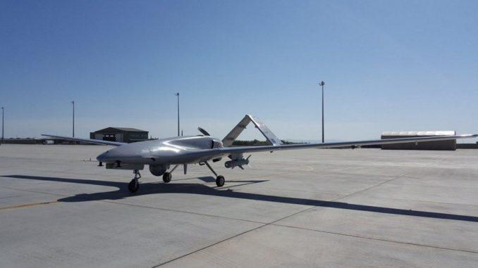 طائرة بيرقدار من دون طيار التركية