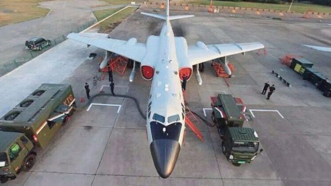 صاروخ KD-20 مزوّد على قاذفة H-6K (موقع جينز الإخباري)