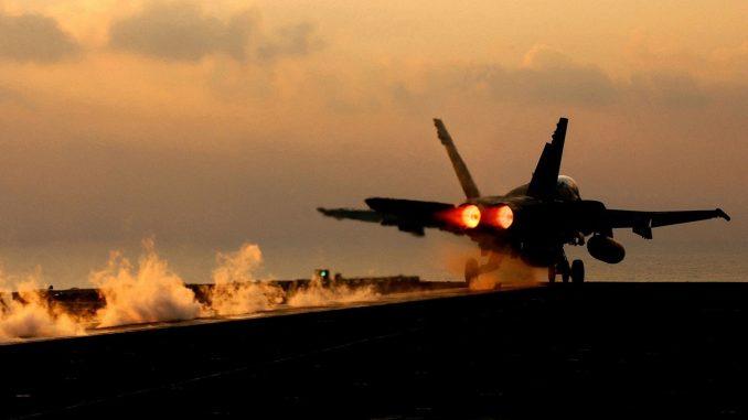 مقاتلة أف-18 الأميركية