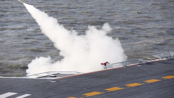 صاروخ يُطلق من حاملة طارات صينية