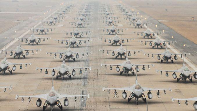 مقاتلات أف-16 أميركية