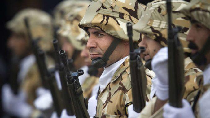 عناصر من الجيش الإيراني