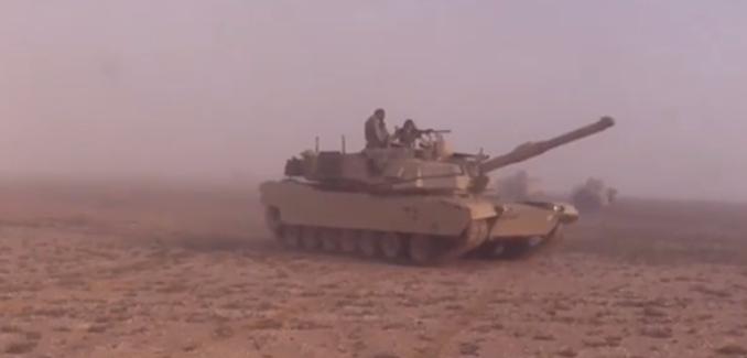 دبابة أبرامز تشارك في مناورات النجم الساطع 2017