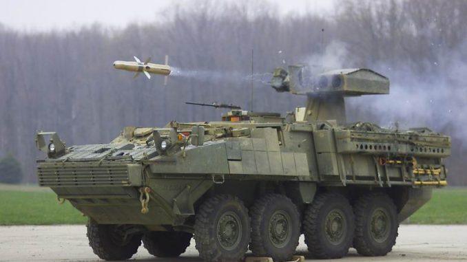 دبابة أميركية تطلق صاروخ
