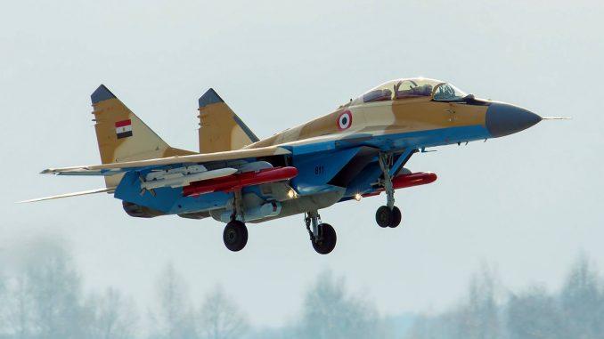 """مقاتلة MiG-29M/M2 المصرية صاحبة الترقيم 811 في مطار """"جوكوفسكي"""" بموسكو (بوابة الدفاع المصرية)"""