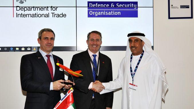 توقيع إتفاقية الإتفاقية خلال معرض دبي للطيران