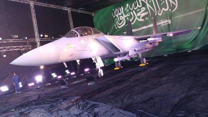 """مقاتلة """"أف-15 أس أيه"""" السعودية لحظة الكشف عنها في كانون الثاني/يناير 2017 (صورة أرشيفية)"""
