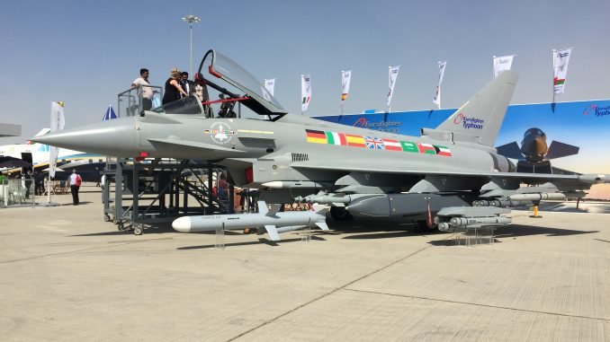 """مقاتلة """"يوروفايتر تايفون"""" خلال معرض دبي للطيران 2017 (صورة خاصة)"""