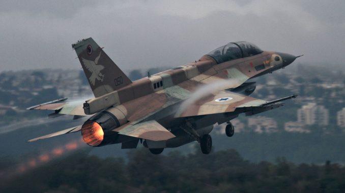 مقاتلة أف-16 تابعة لسلاح الجو الإسرائيلي تحلّق فوق البلاد