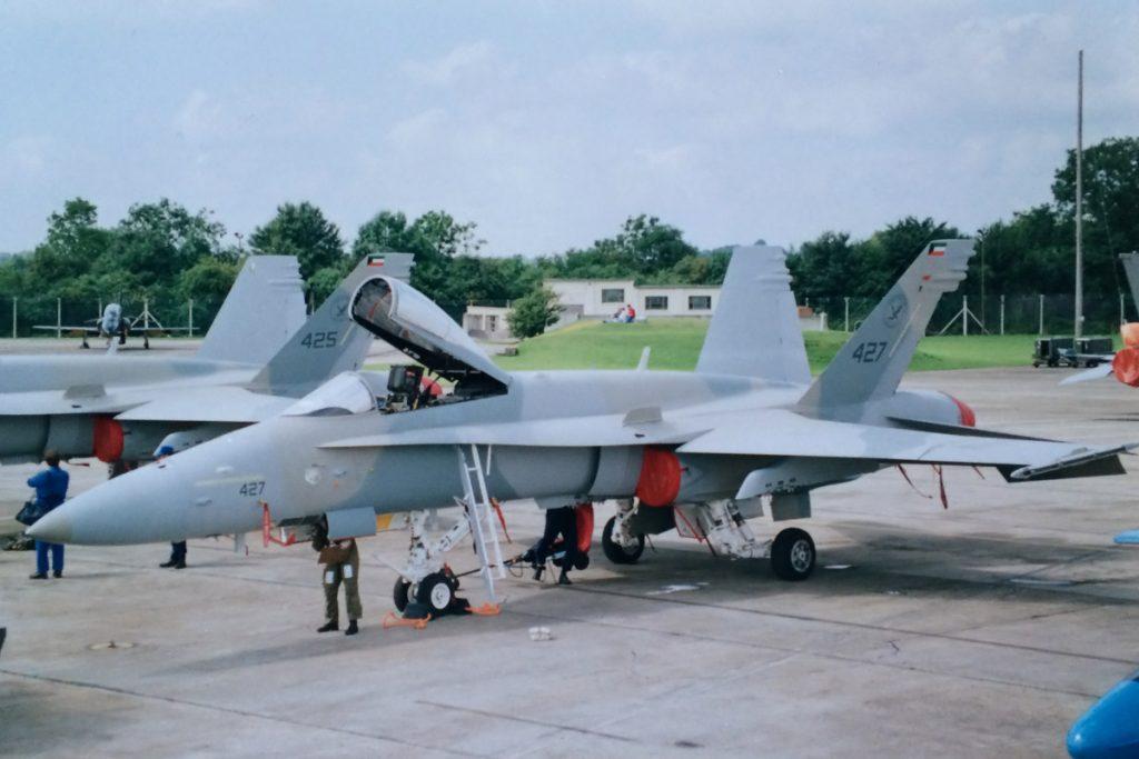 مقاتلة أف-18 كويتية
