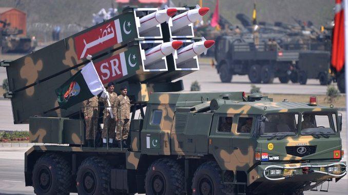 """صواريخ """"نصر"""" الباكستانية خلال عرض عسكري"""