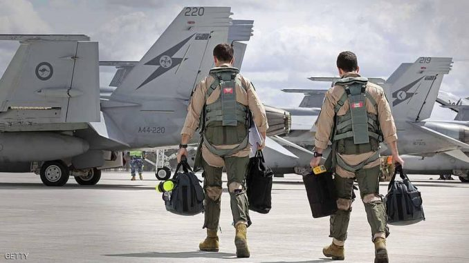 طياران أستراليان في طريقهما لأداء مهمة في الشرق الأوسط