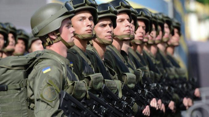عناصر من القوات المسلحة الأوكرانية