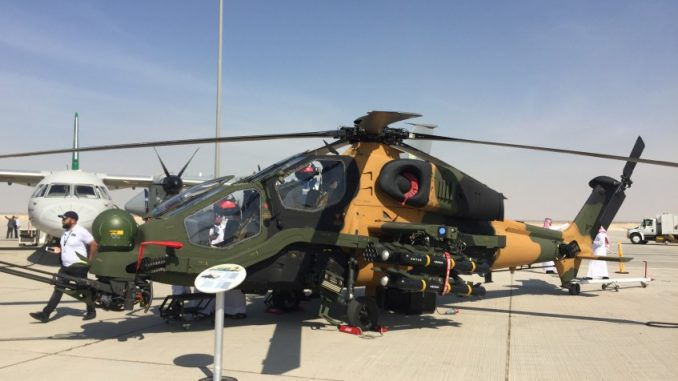 """مروحية """"تي-129 أتاك"""" التركية خلال معرض دبي للطيران 2017 (الأمن والدفاع العربي)"""