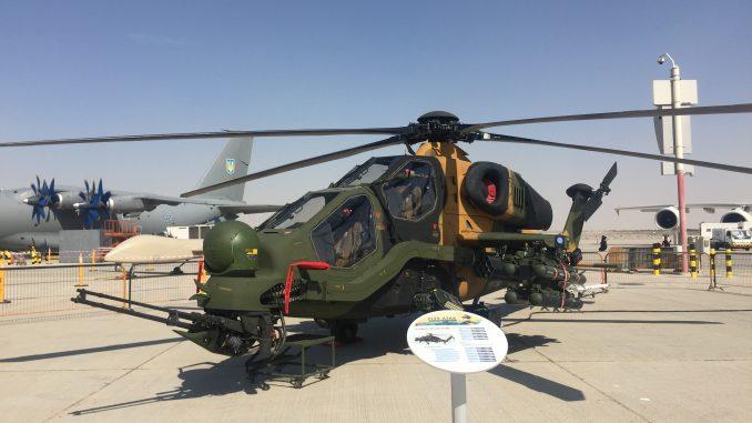 """مروحية """"تي-129 أتاك"""" التركية في معرض دبي للطيران 2017 (صورة خاصة)"""