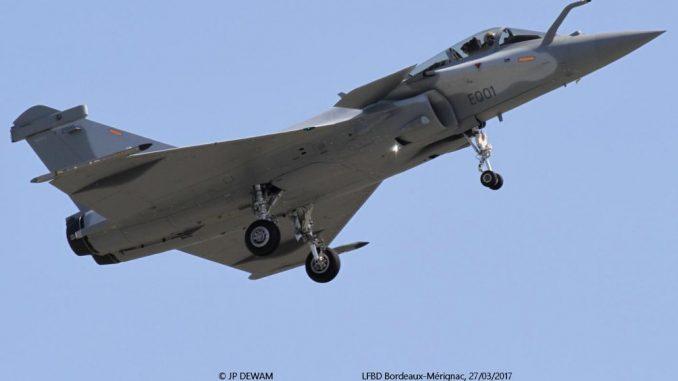 """مقاتلة """"رافال"""" تابعة للقوات الجوية الأميرية القطرية تقلع من قاعدة بوردوكس-ميريغناك في فرنسا في نيسان/أبريل الماضي"""