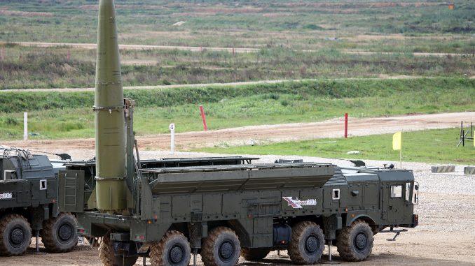 """نظام الصواريخ التكتيكي """"إسكندر"""" خلال معرض MAKS 2017"""