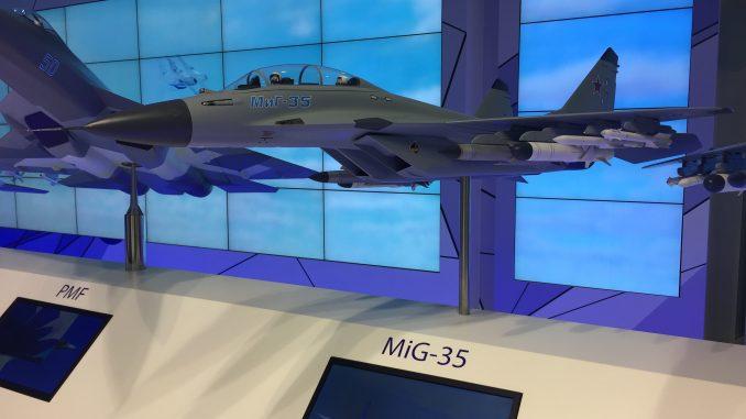 """مجسّم عن مقاتلة """"ميغ-35"""" الروسية خلال معرض باريس للطيران 2017 (الأمن والدفاع العربي)"""