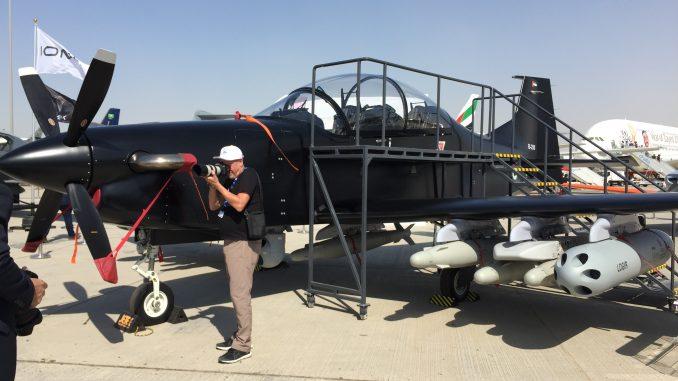 """طائرة الهجوم الخفيف الإماراتية """"بي-250"""" خلال فعاليات معرض دبي للطيران 2017 (الأمن والدفاع العربي)"""