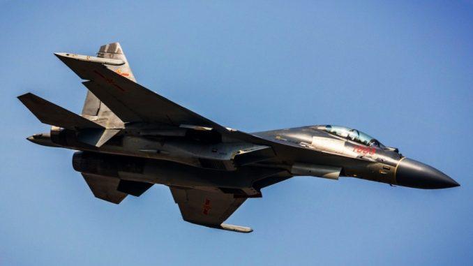 نموذج عن مقاتلة Shenyang J-16 رقم 1603 خلال اختبار طيران (Sino Defence)