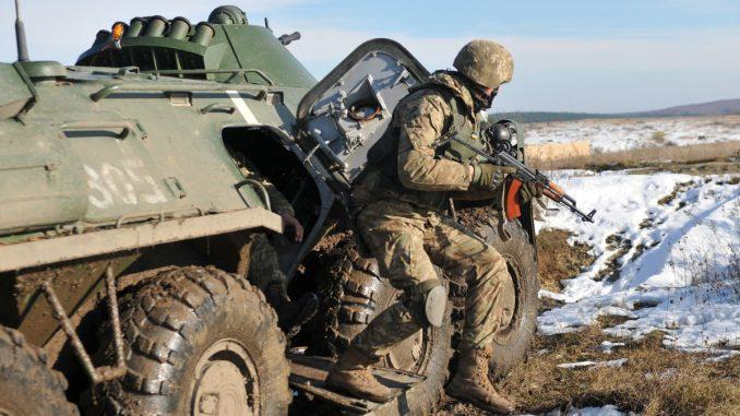 جندي أميركي خلال مناورات عسكرية