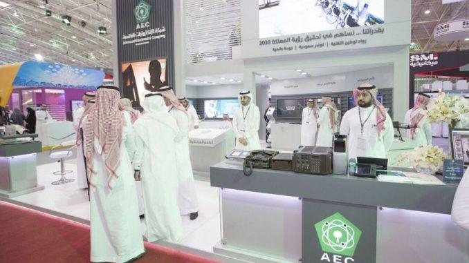 """جناح شركة """"الإلكترونيات المتقدمة"""" (AEC) السعودية خلال معرض """"أفد 2018"""" الذي انطلقت فعالياته في 26 شباط/فبراير 2017 (وكالة الأنباء السعودية الرسمية)"""
