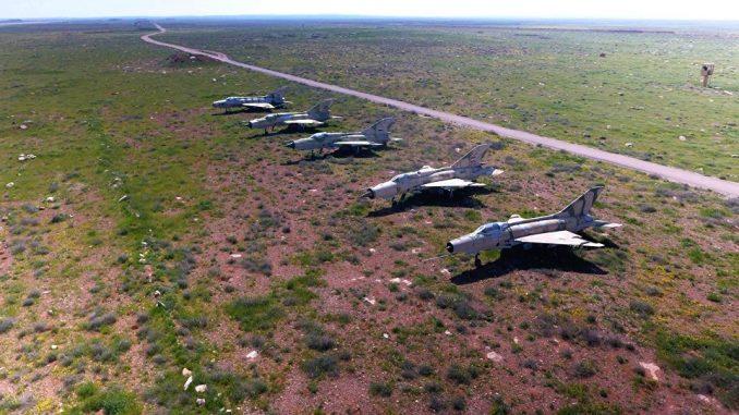 الطائرات السورية التي تبقّت بعد القصف الأميركي على قاعدة الشعيرات الجوية في سوريا (وكالة سبوتنيك)