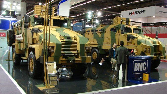 """سيارات عسكرية """"BMC""""التركية خلال معرض Eurosatory 2012 في العاصمة الفرنسية باريس"""